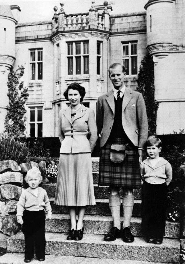 Queen Elizabeth Ii Family Steps