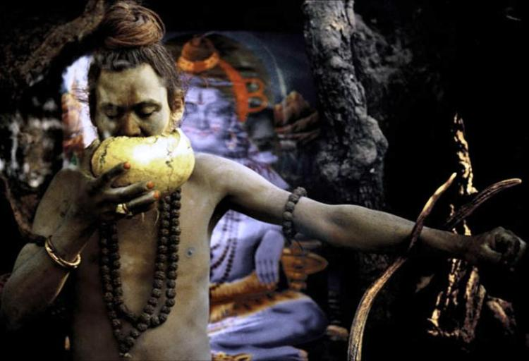 Aghori Man Eats the Dead