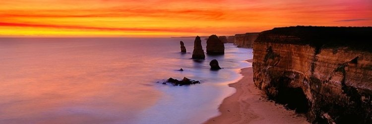 Incredible Rock Formations Dusk At 12 Apostles