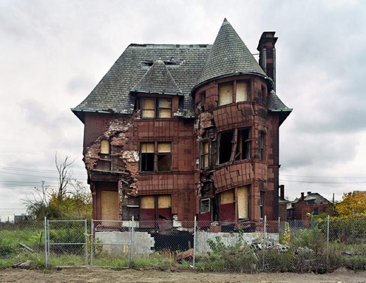 Haunting Photos Ruins Detroit House