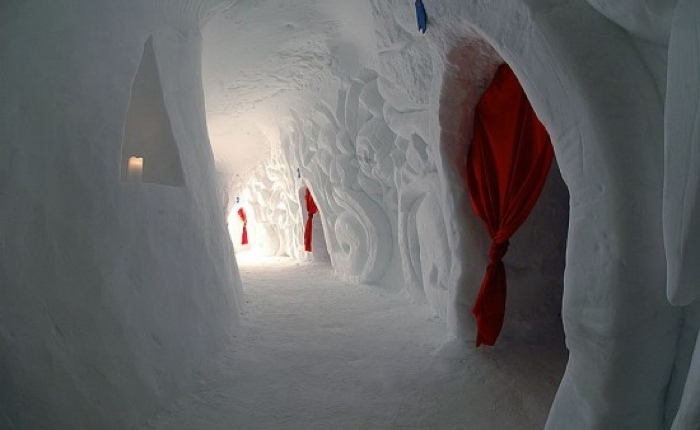 iglu dorf the bizarre luxury igloo village. Black Bedroom Furniture Sets. Home Design Ideas
