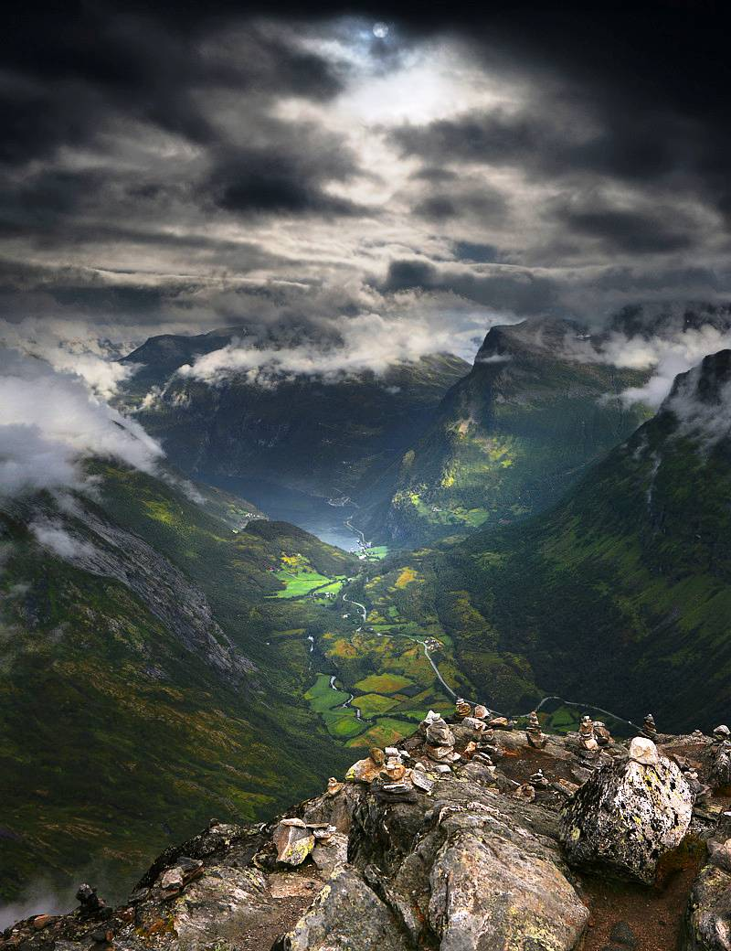 The majesty of norway 39 s dalsnibba mountain for Mountain majesty