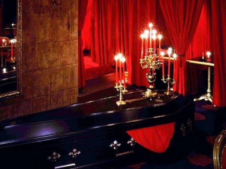 Bizarre Restaurants Vampire Cafe