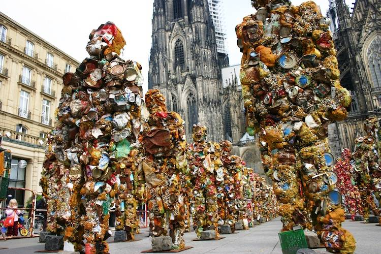 Amazing pieces of art made from recycled materials for Art made by waste material