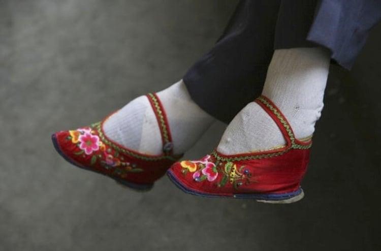 Weirdest Fashion Foot Binding
