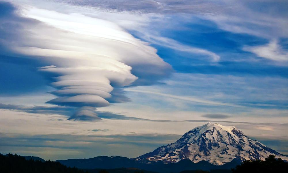 mount-rainer-lenticular clouds-photograph