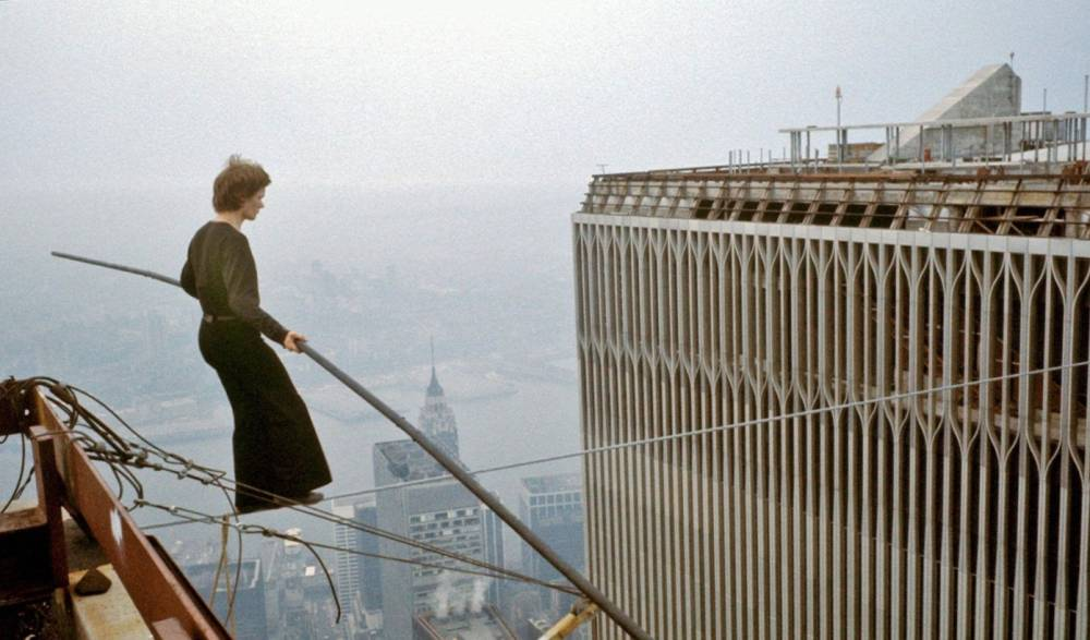 philippe-petit-crosses-twin-towers-1974