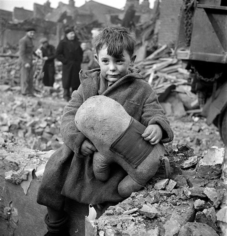 london-1940s-bombing-blitz11