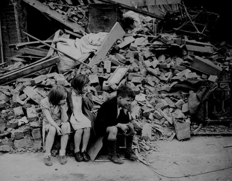 london-1940s-bombing-blitz6