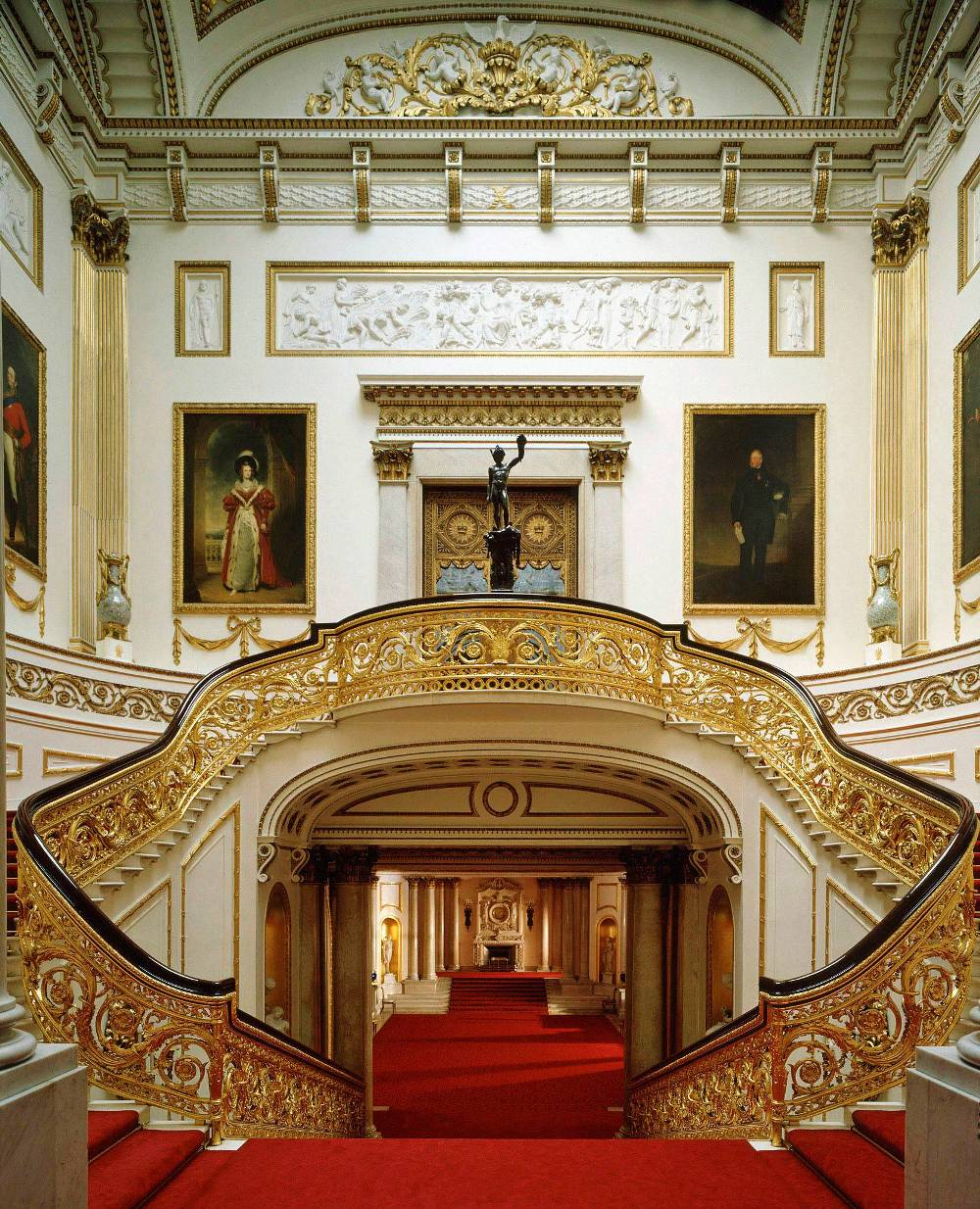 grand-staircase-buckingham-palace