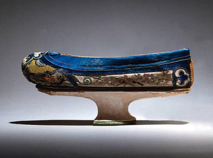 The Manchu Shoe