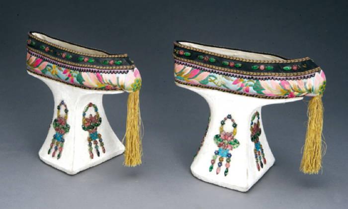 Manchu Footwear