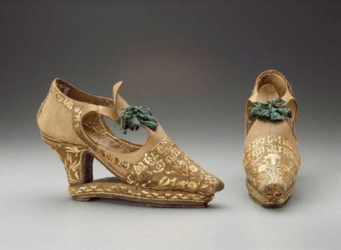 Slap-Sole Footwear