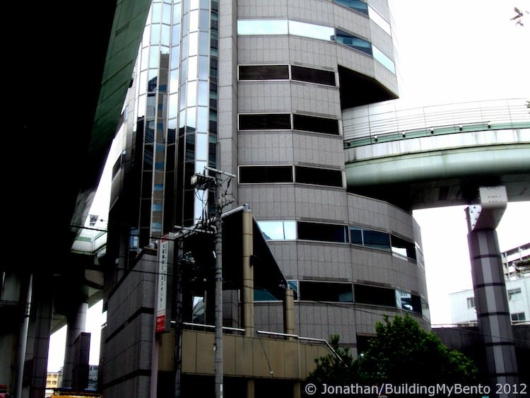 japan-architectural-marvels-gate-tower-building3