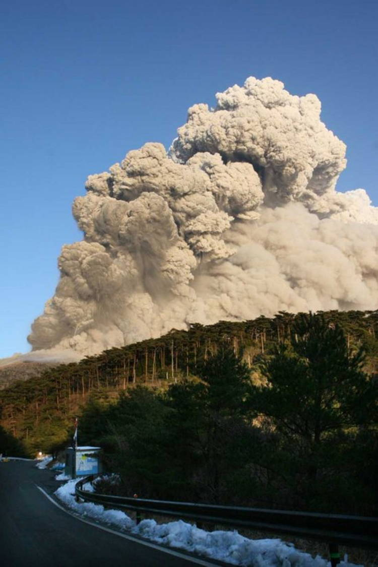 Shinmoedake Volcano Eruption
