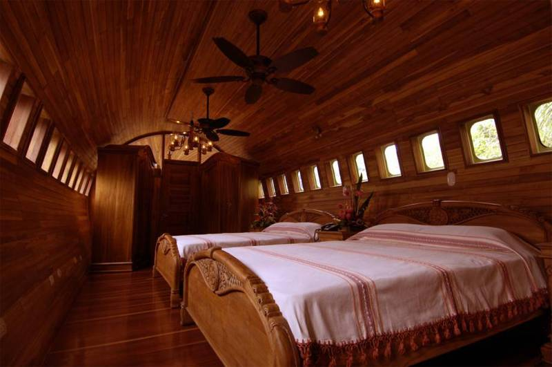Boeing 727 Weird House