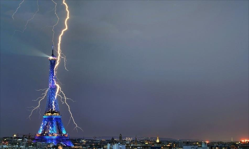 Eiffel Tower Lightning Photographs