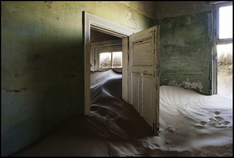 mystifying ghost towns kolmanskop 2