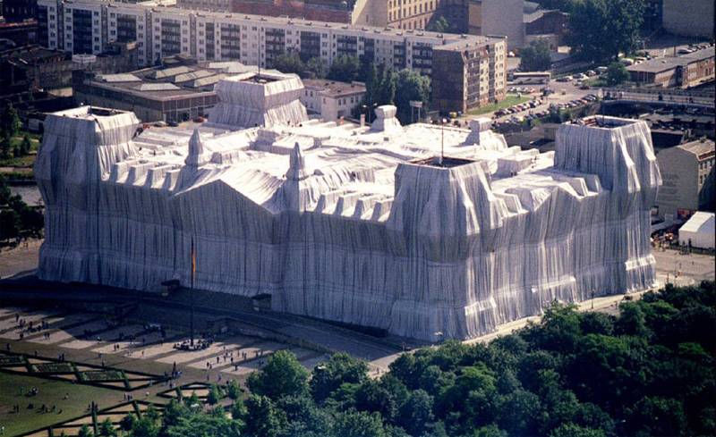 Incredible Christo Works Reichstag 2