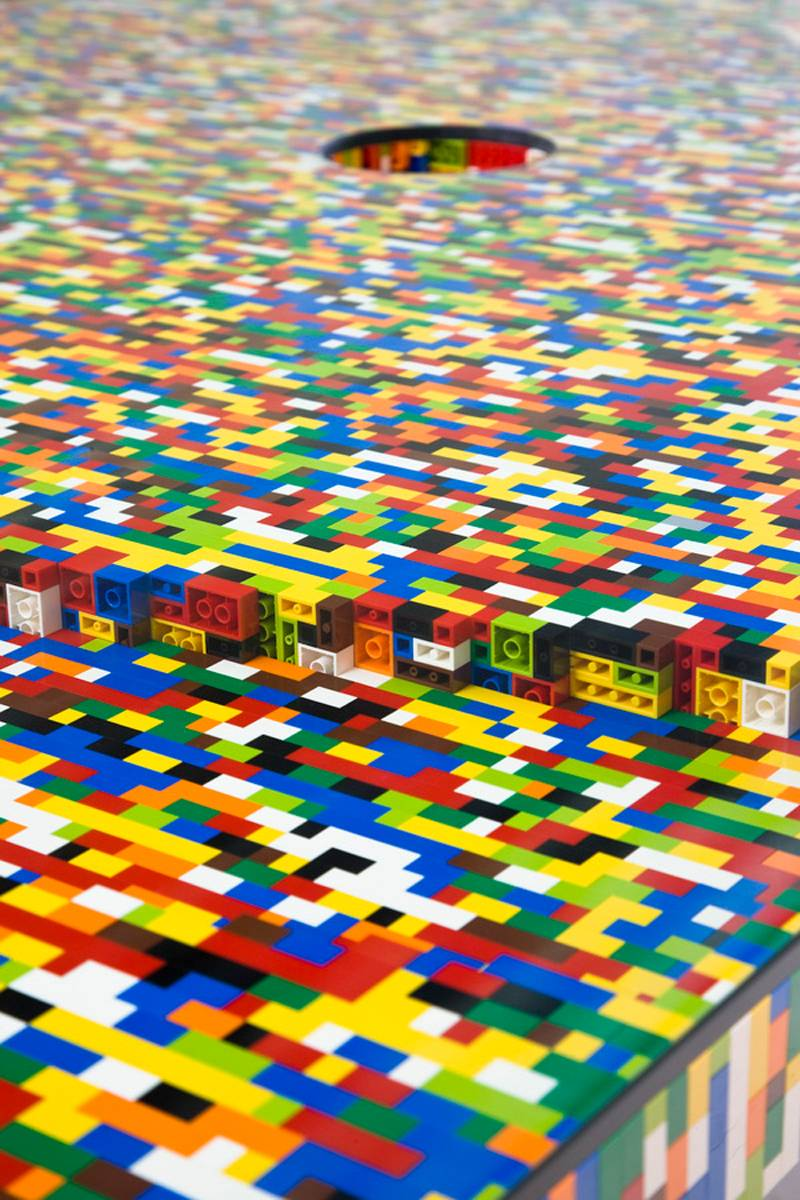 Four of the world 39 s most impressive lego designs for Table design lego