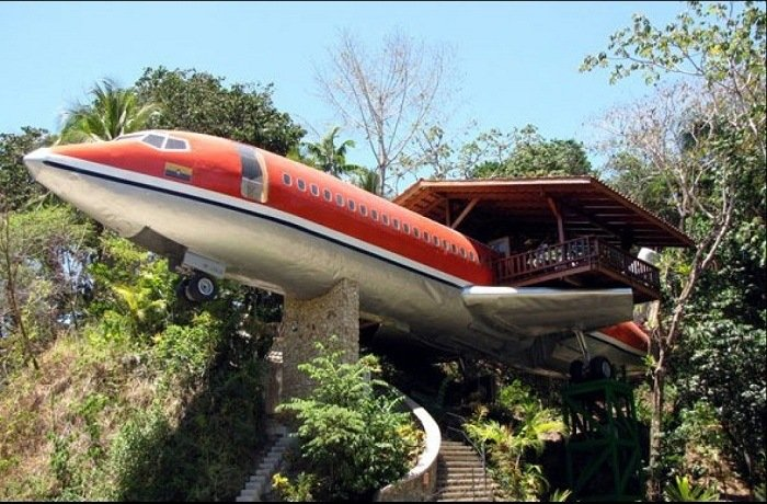 Airplane House