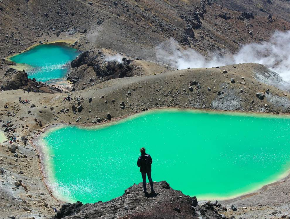emerald lakes mount tongariro new zealand