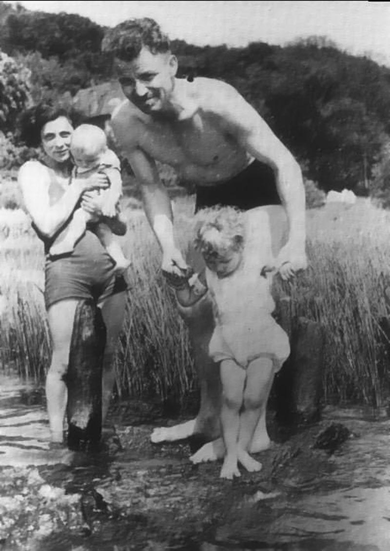 August Landmesser Whole Family