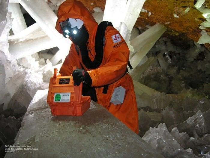Scientist Explores Chihuahua Mine