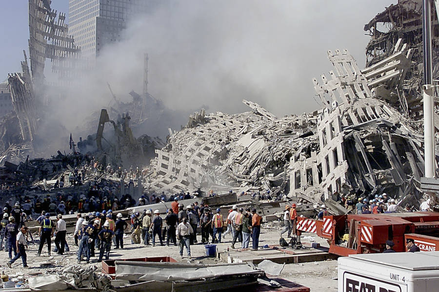 9/11 Pictures Of Rubble And First Responders