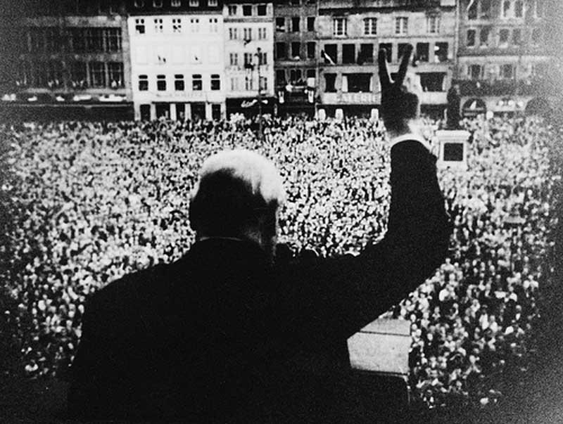 Friendly Gestures Churchill