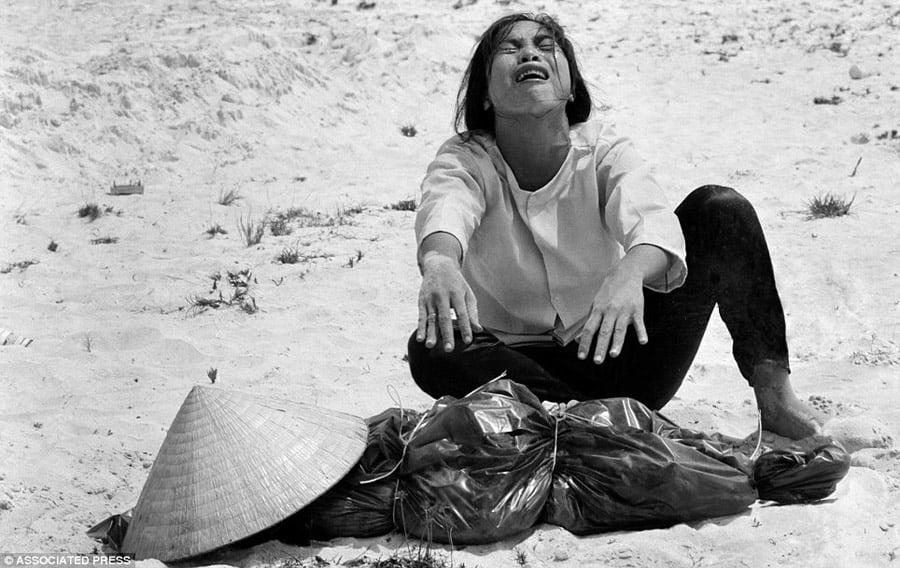 Vietnam War AP Photographers Grieving