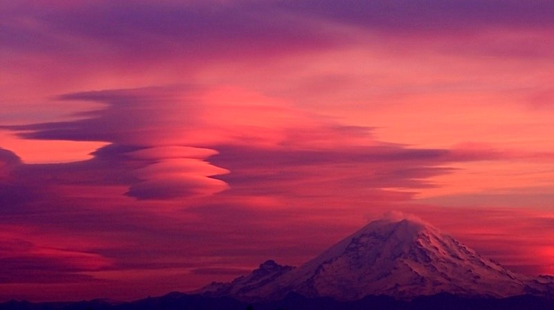 Lenticular Cloud Over Mt. Ranier