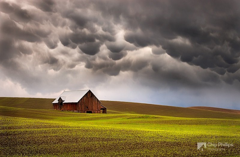 Mammatus Clouds Over Farm
