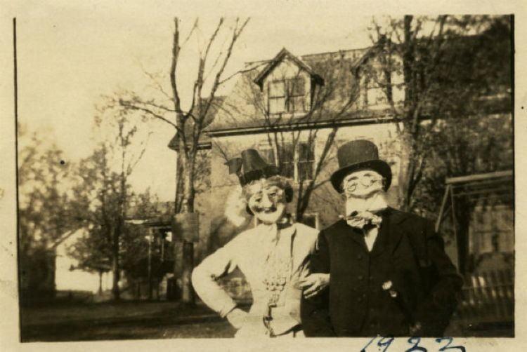 Creepy Halloween Costumes Couple Wearing Masks