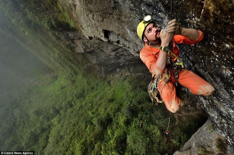 Er Wang Dong Rappelling