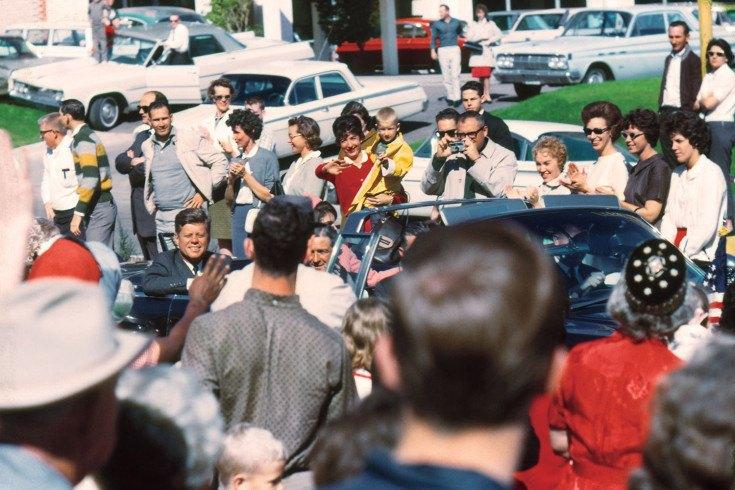 JFK Last Minutes Crowd