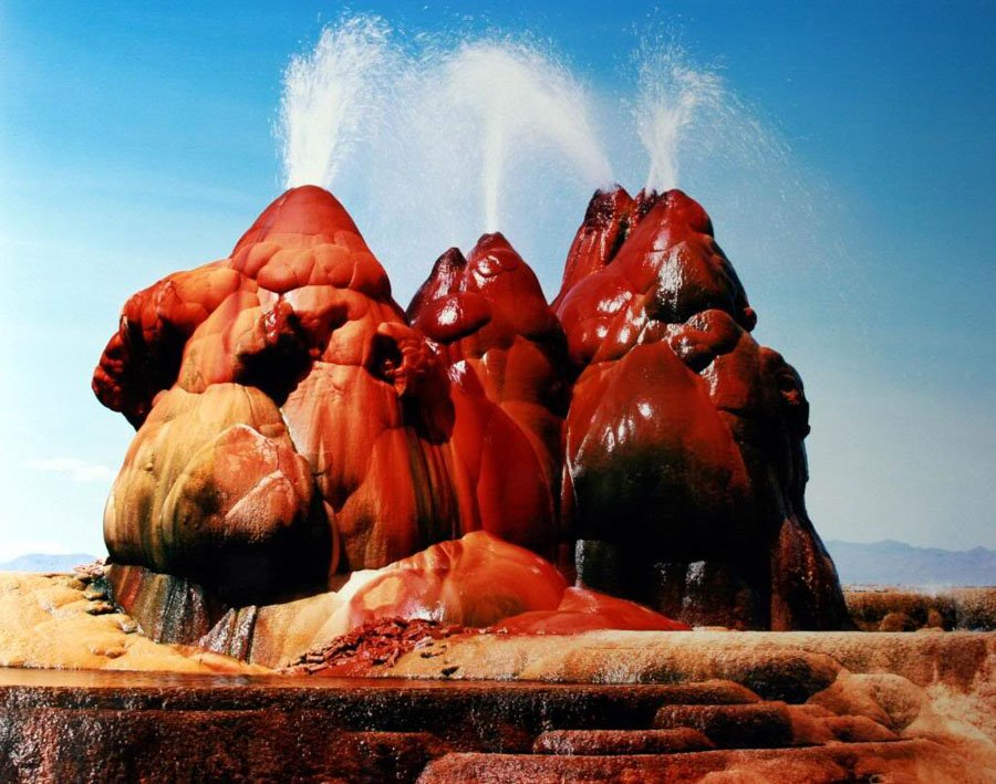 Fly Geyser Red