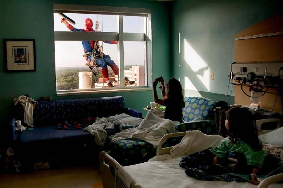 Surprising Photos Spiderman
