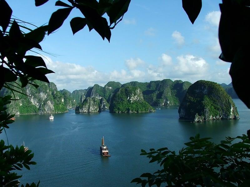 Залив халонг во Вьетнаме