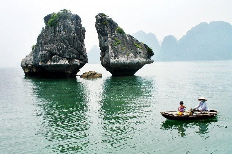 Сюрреалистичные места на заливе халонг во Вьетнаме