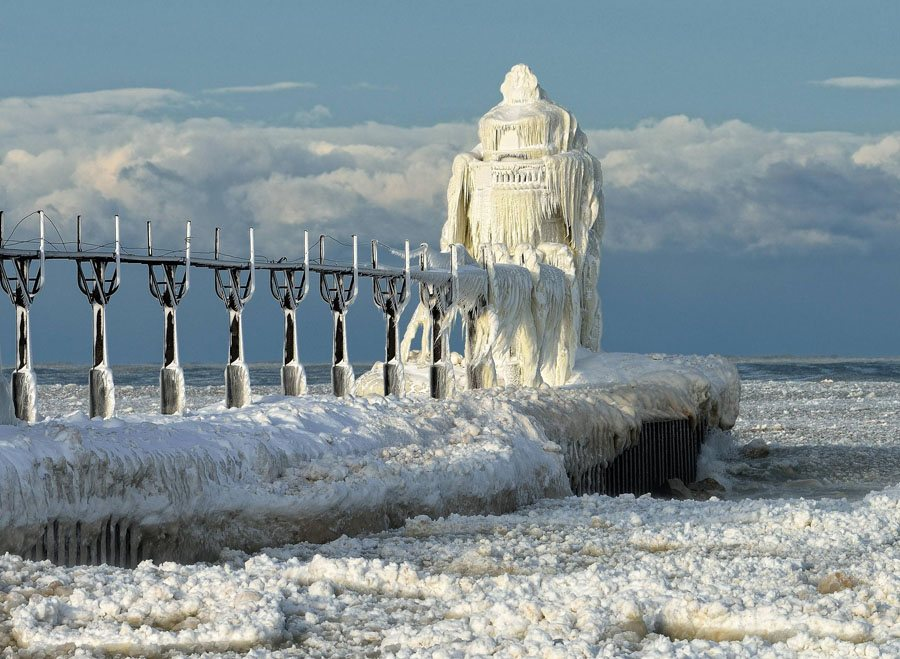 Frozen Lighthouses North Pier