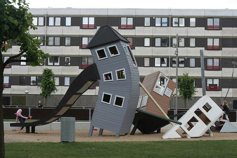Monstrum Playgrounds Crooked House