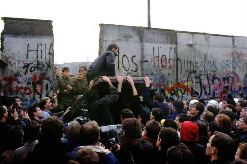 Famous Photos Berlin Wall