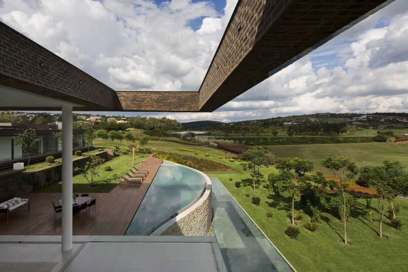 Arthur Casas Pool