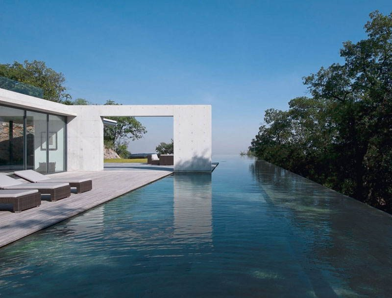 5 of the world 39 s best modern home designs for Best pool design 2014