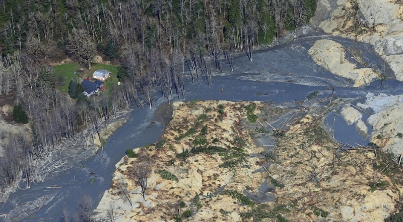 15 Shocking Photos Of The Mile-Wide Washington Mudslide