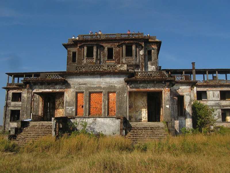 Tourists at Bokor Hill Station