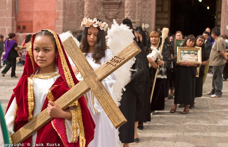 Holy Wednesday in Mexico Women