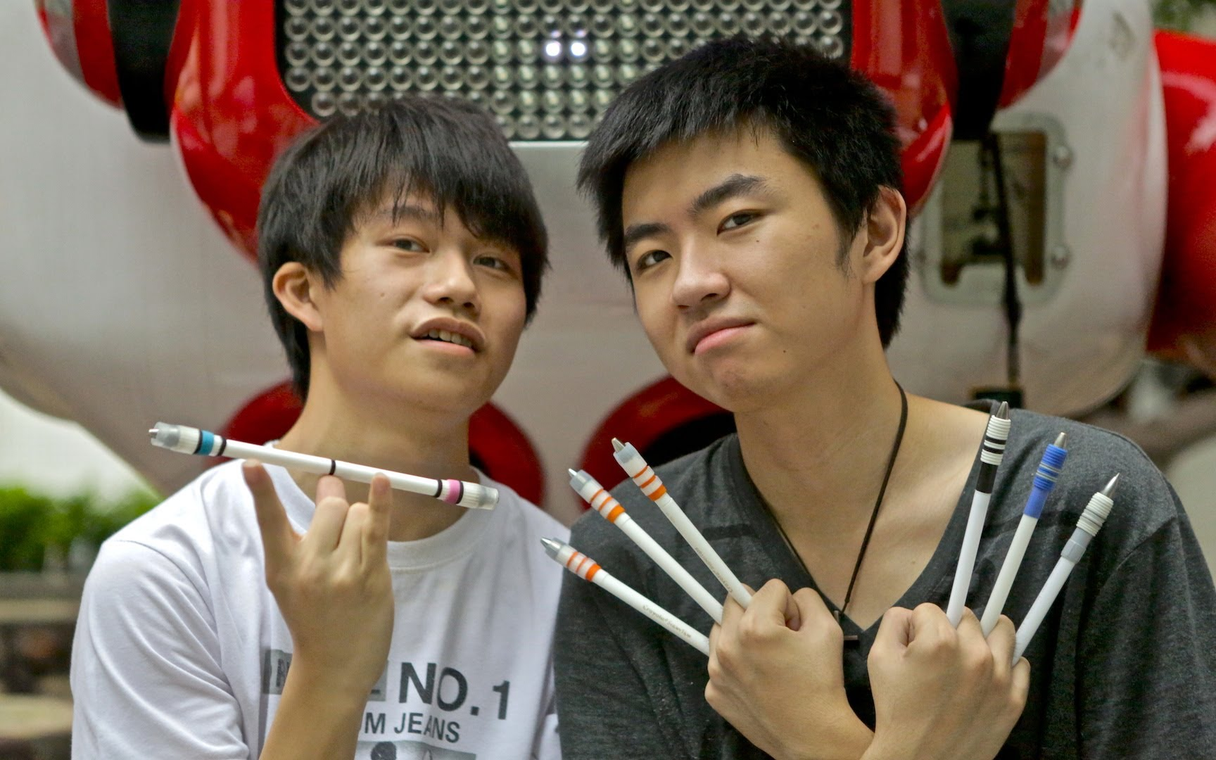 Pen Spinning–It Can Actually Be An Art Form