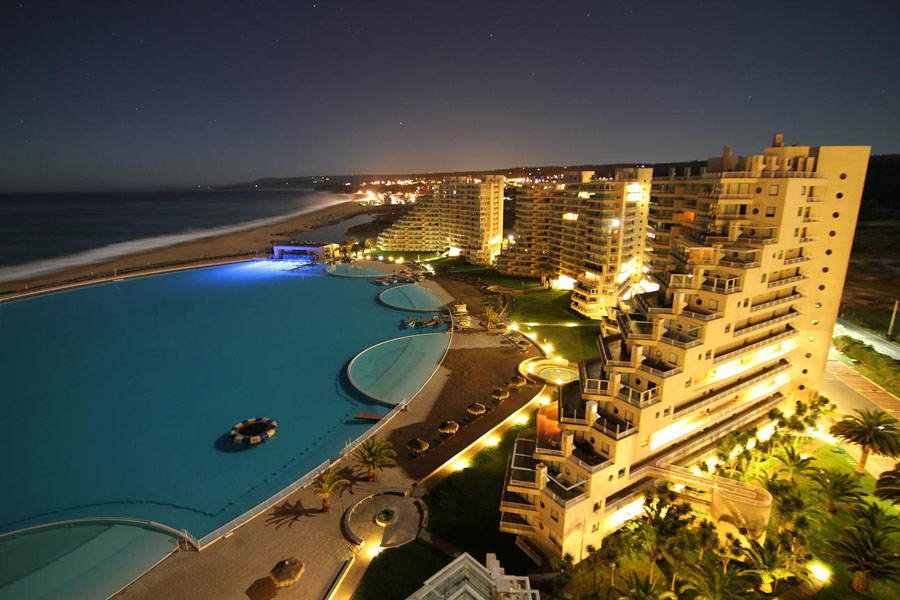 Amazing Pools San Alfonso Night